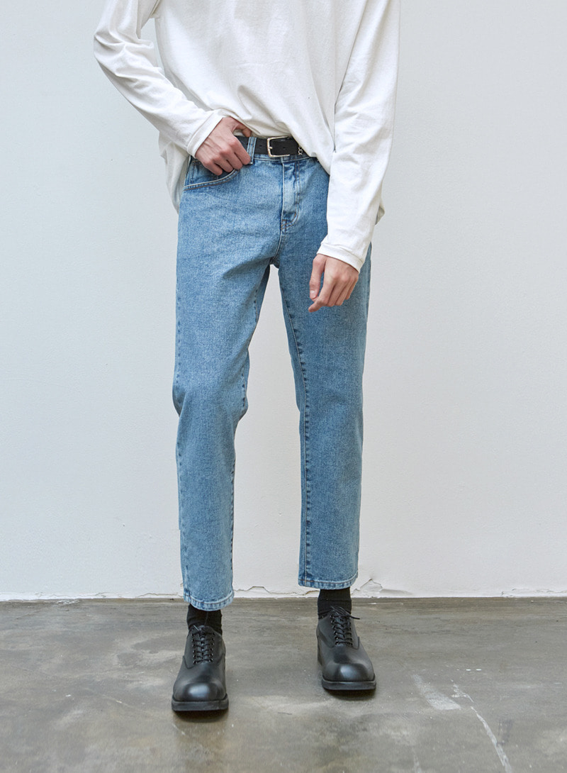 CROP TAPERED FIT DENIM PANTS